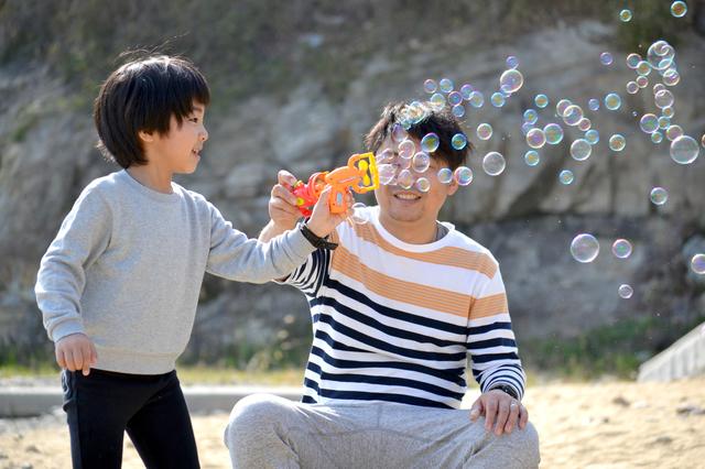 父親と遊ぶ子ども,子ども,しつけ,