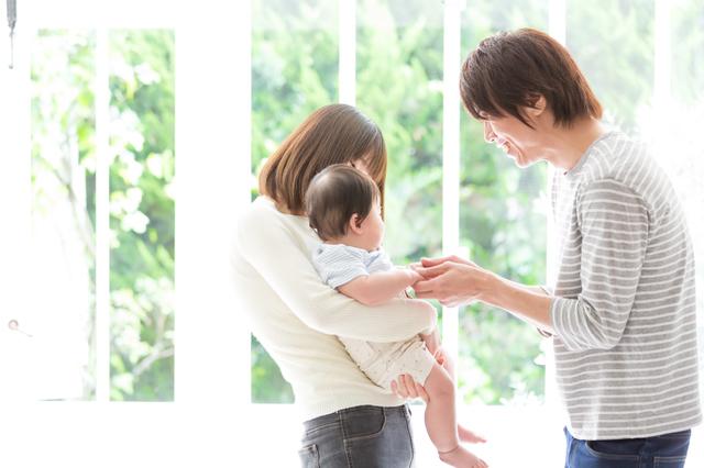 家族のスキンシップ,赤ちゃん,コミュニケーション,
