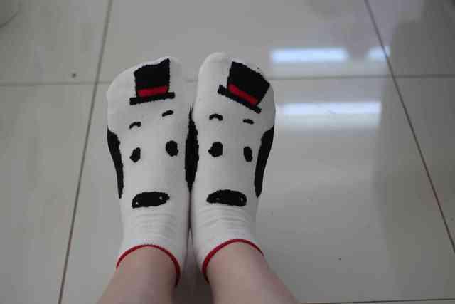 スヌーピー靴下の着用写真,しまむら,スヌーピー,コラボ