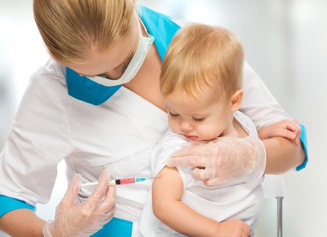 予防接種をうつ赤ちゃん,赤ちゃん,予防接種,スケジュール