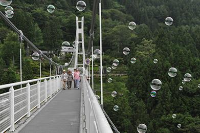 スカイブリッジとシャボン玉,吊り橋,ドキドキ,チャレンジ