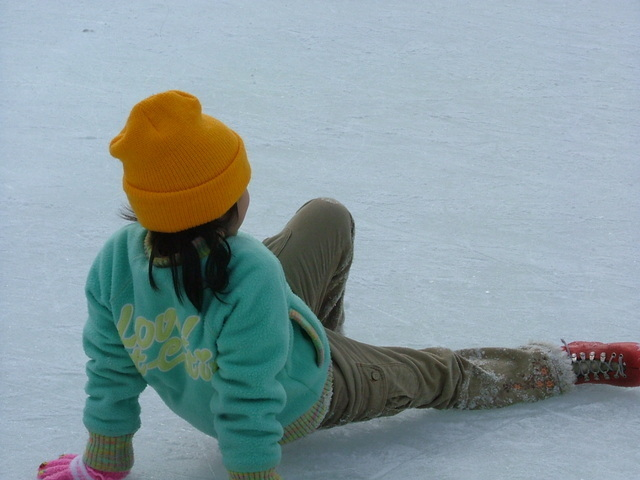 転んだ女の子,オールシーズン,スケート場,東京