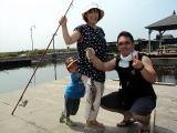 九十九里釣りをする親子,海釣り,子ども,関東