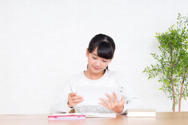 勉強する女の子,小学生,学習机,人気