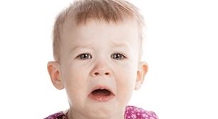 嫌がっている子ども,1歳,フルーツ,嫌い