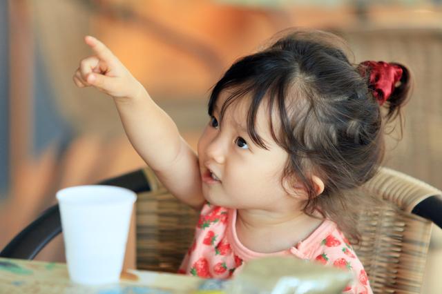 女の子の食事の様子,マリンピア神戸,子連れ,アウトレット