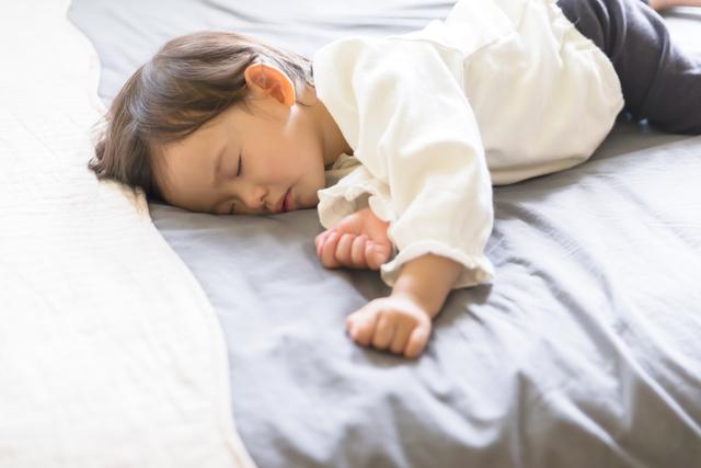 お昼寝の女の子,ペットシーツ,活用法,おむつ