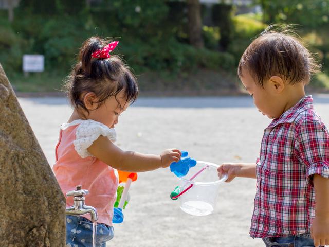 公園で遊ぶ幼児,イクメン,パパ,子育て