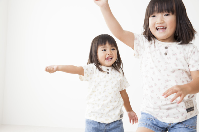 リトミックをする姉妹,赤ちゃん,コンサート,リトミック