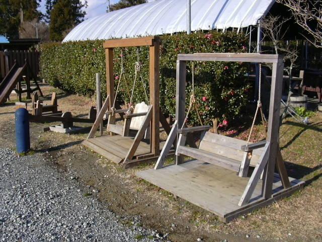 木製の遊具,御殿場,キャンプ場,コテージ