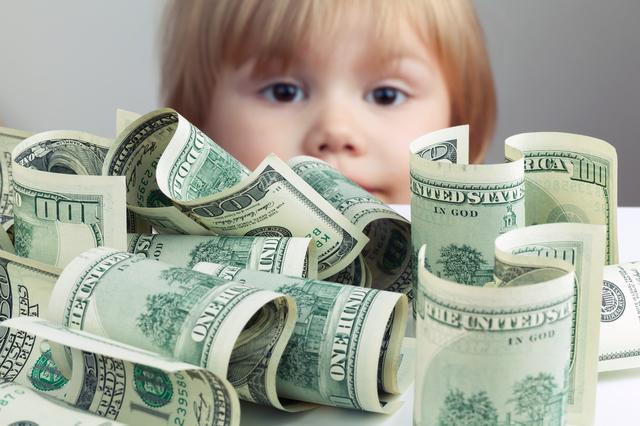 子どもとドル札,アメリカ,幼稚園,子育て