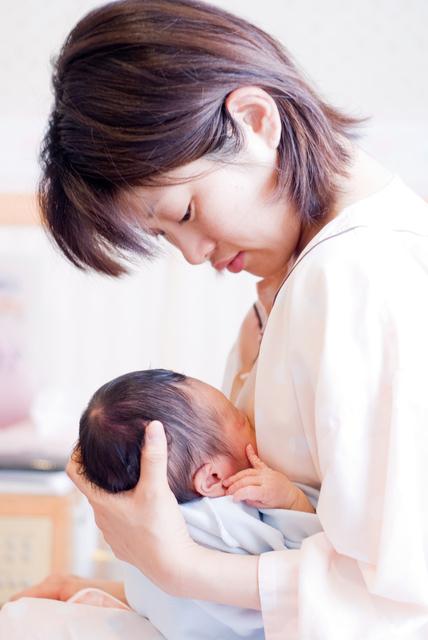 病院で授乳,海外,子育て,事情
