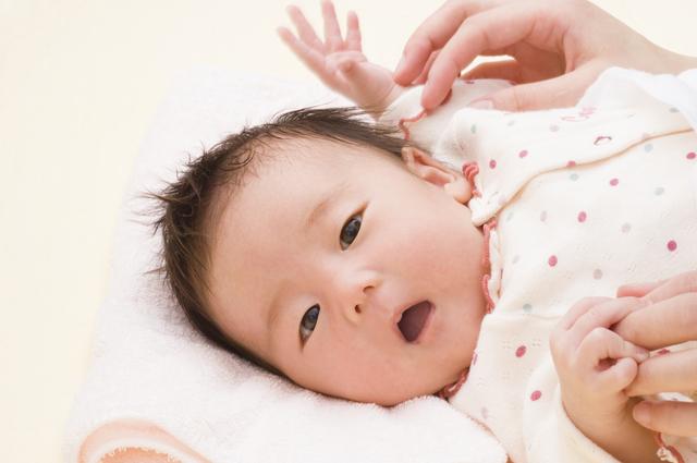 新生児お着替え,新生児,着替え,コツ