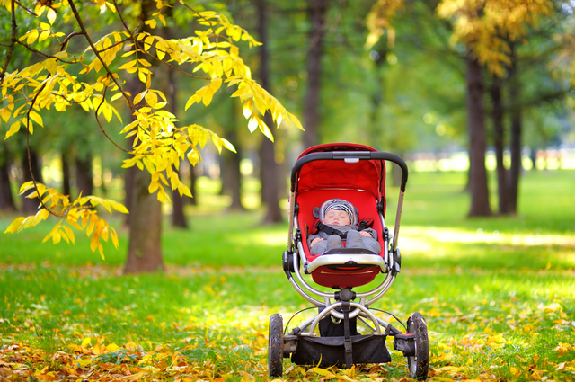 ベビーカーの中で日に当たる赤ちゃん,ブラジル,子育て,奮闘記