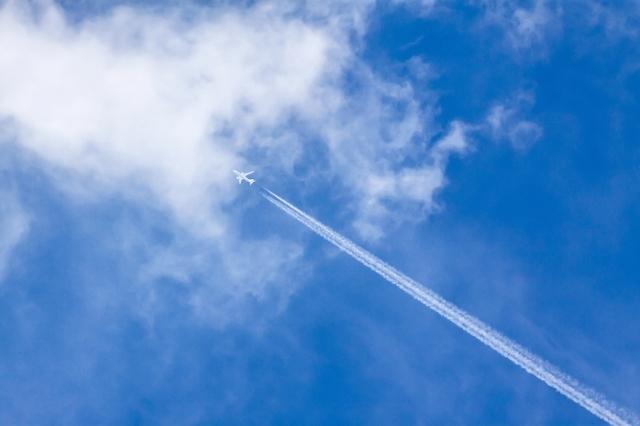 飛行機と飛行機雲,海外,子育て,奮闘記