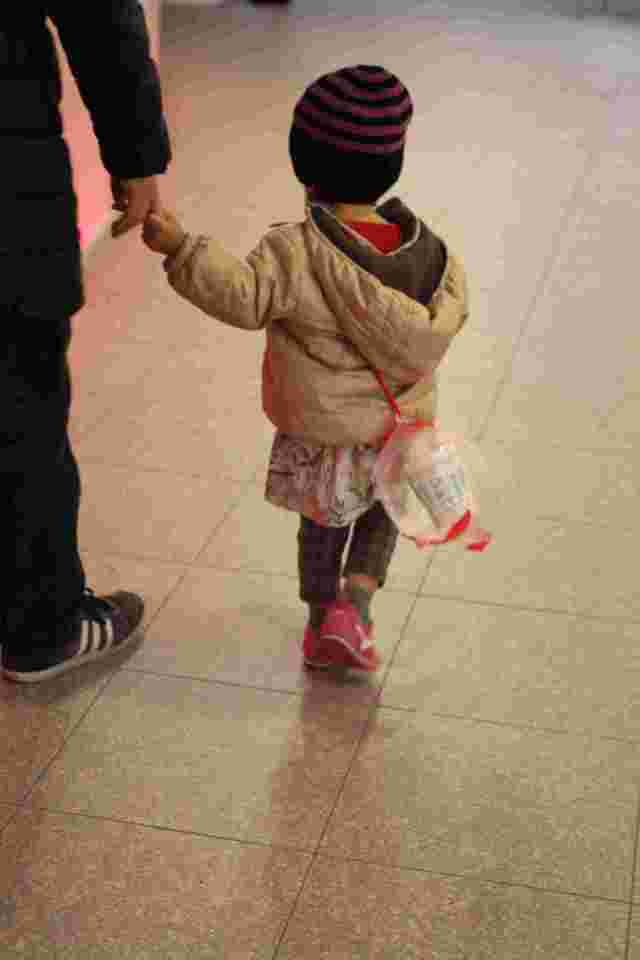 カップヌードルを持つ子ども,インスタントラーメン発明記念館,お土産,大阪