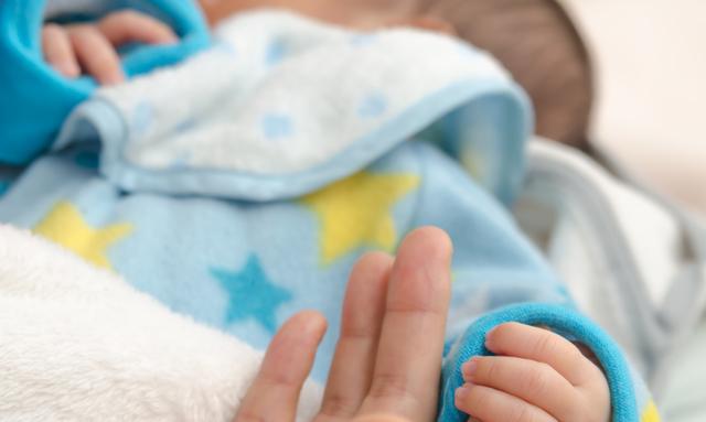 赤ちゃんのスタイ,新生児 ,外出 ,時期