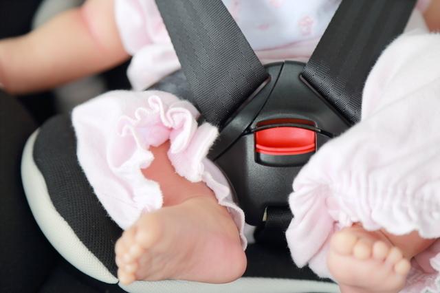 チャイルドシートに乗る赤ちゃん,新生児 ,外出 ,時期