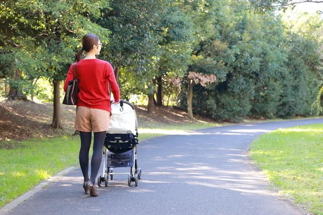 赤ちゃんと公園でおでかけ,新生児 ,外出 ,時期
