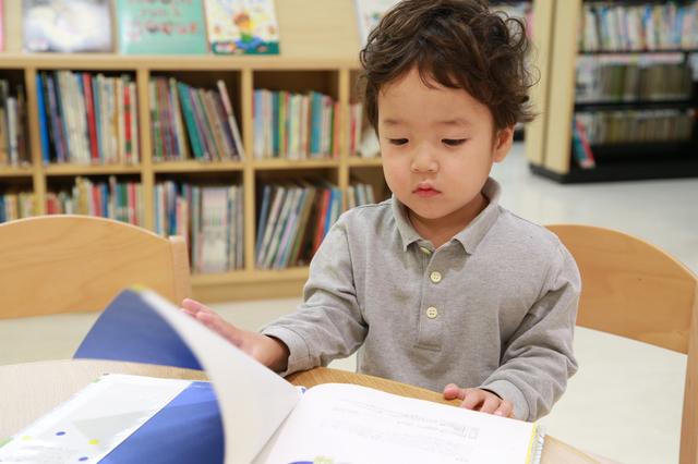 絵本を読む男の子,絵本,こぐま社,バースデーカード