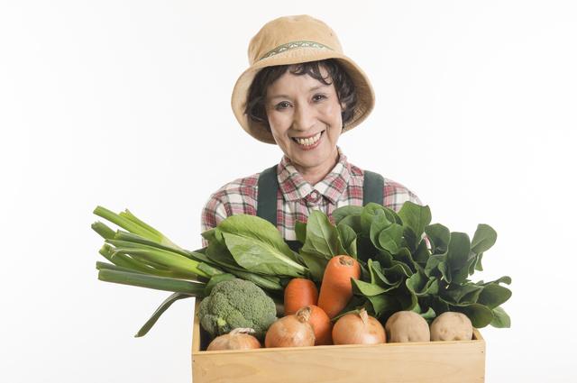 野菜を持つ女性,道の駅八王子滝山,地元,野菜