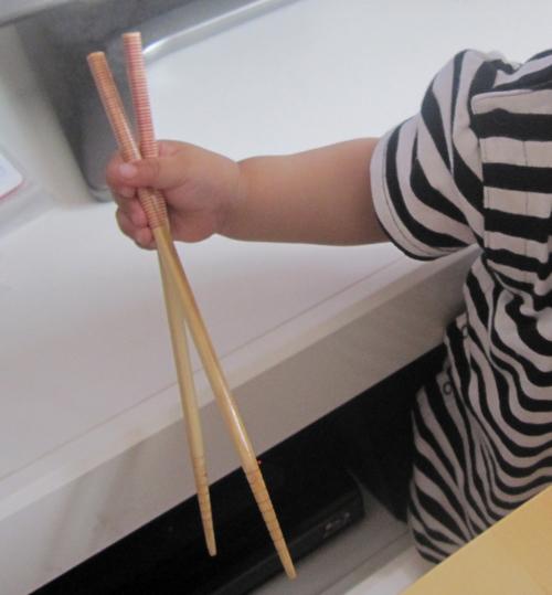 箸を持つ幼児の手,知育,玩具,手作り
