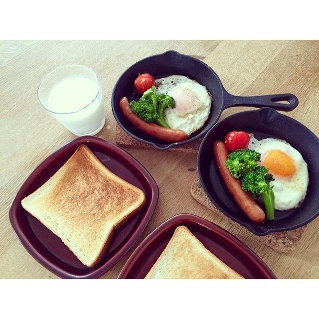 目玉焼きとパンの朝ごはん写真,レシピ,おしゃれ,ニトスキ