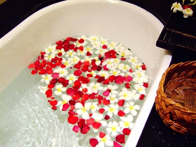 花を浮かべたバスタブ,アロマ,バスソルト ,手作り