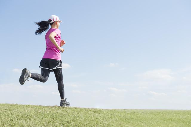 ジョギングする女性,大豆,イソフラボン,女性