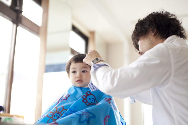 髪の毛をカットする子ども,七五三,お参り,時期