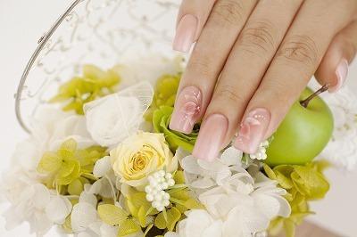 ピンクベージュ×エラーブラシのお花のアート,クリスマス,ネイル,お正月