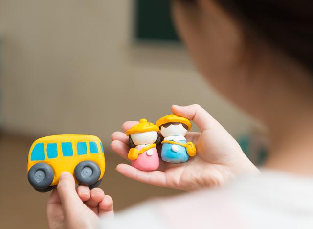 幼稚園バスと園児,幼稚園,入園,スケジュール