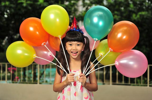 風船を持つ女の子,パーティー,グッズ,子ども