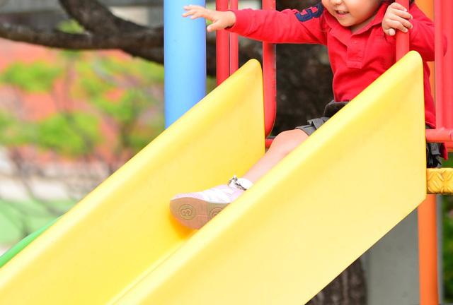 滑り台で遊ぶ子ども,軽井沢,公園,買い物