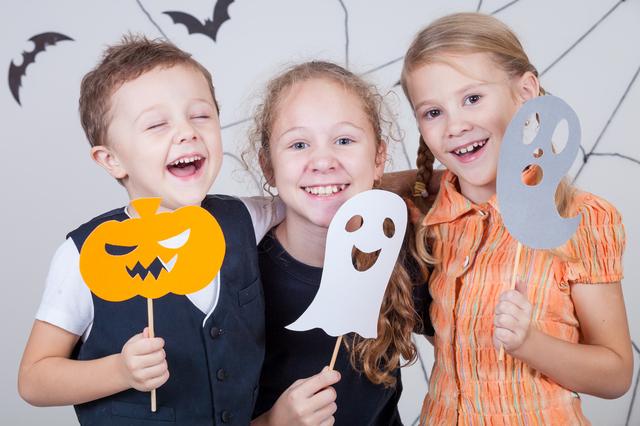 ハロウィンのペープサートを持つ子ども,ハロウィン,イベント,関東