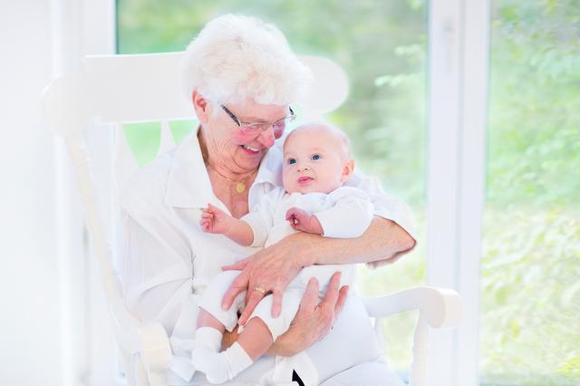 おばあちゃんと赤ちゃん,産後,過ごし方,出産後