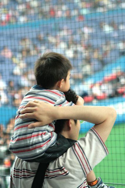 野球観戦する父子,親子,野球,観戦