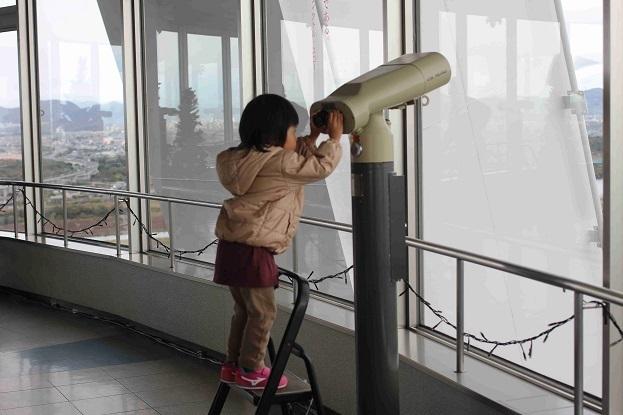 双眼鏡をのぞく子ども,一宮市,138タワー,遊具