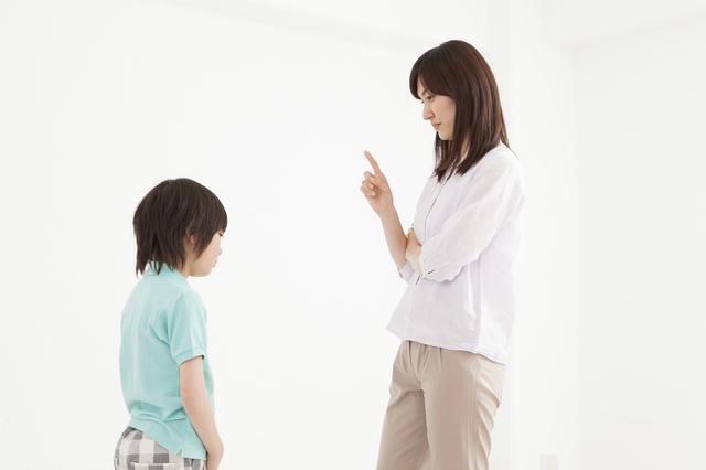 子どもを叱る母,赤ちゃんがえり,子ども,対処法