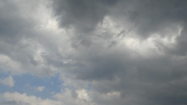 曇り空の写真,子宮外妊娠,