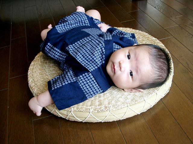 服を着た赤ちゃん,服,