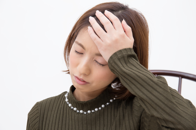 めまいを訴える女性,妊娠,動悸,