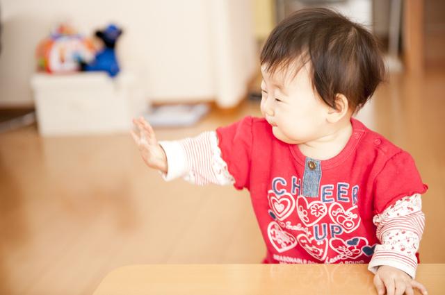 バイバイする赤ちゃん,生後,10ヶ月,赤ちゃん