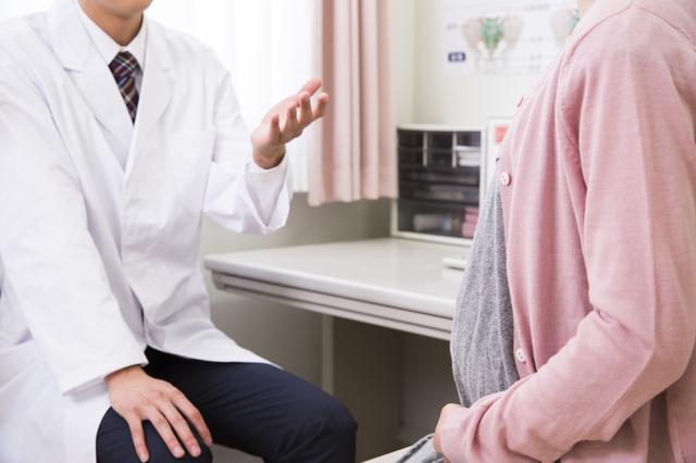 診察を受ける妊婦さん,妊娠中,薬,