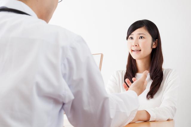 医師に相談する女性,妊娠中,薬,