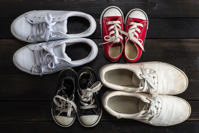 色々なサイズのスニーカー,子ども,靴,