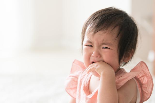 泣く赤ちゃん,人見知り,いつから,