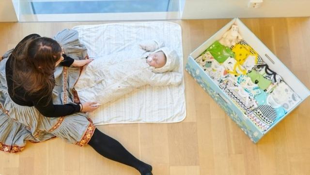 ベビーボックスと赤ちゃん,出産準備,