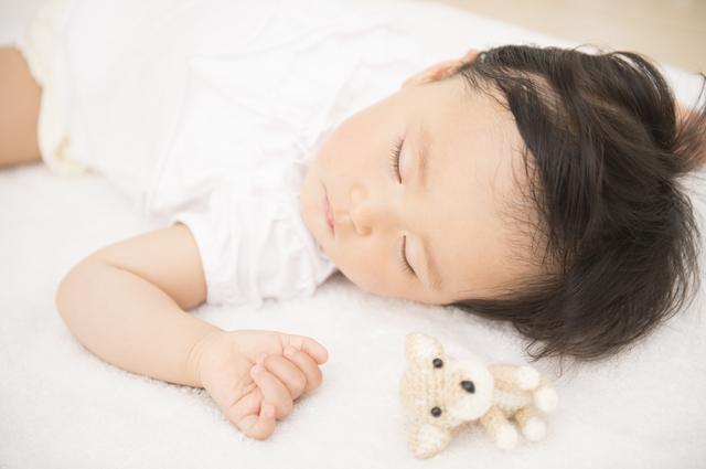 寝る赤ちゃん,双子育児,