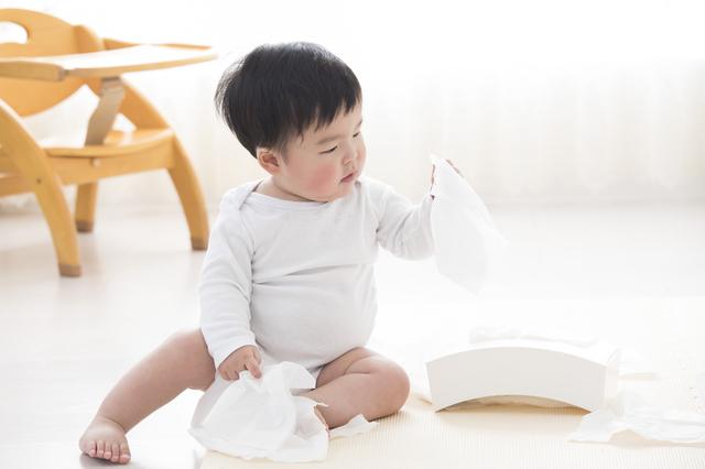 ティッシュで遊ぶ赤ちゃん,おもちゃ,いたずら,知育玩具